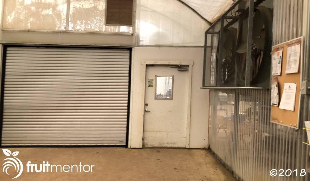 前厅的内门以及由于外门打开而被触发的风扇。